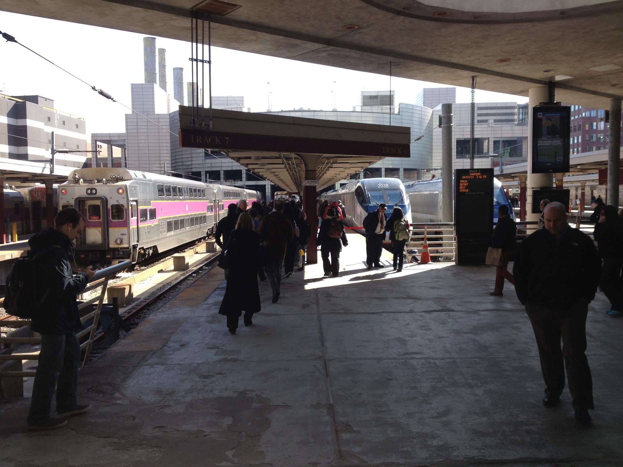 Amtrak's insane train boarding rules - Vox