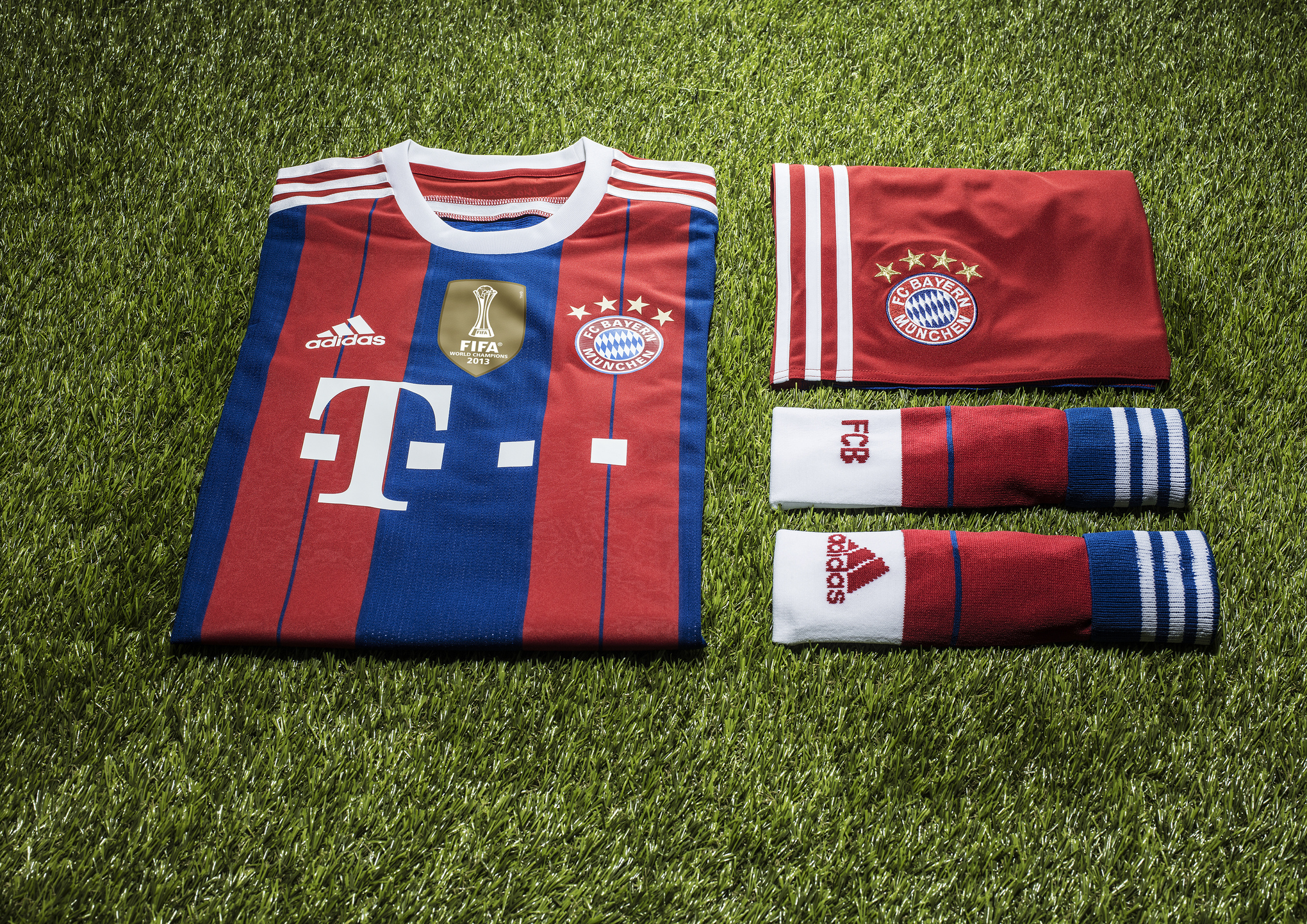 on sale cbe34 9abcf Bayern Munich bring back classic blue & red motif for 2014 ...
