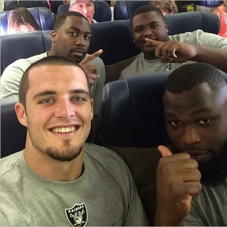 Derek_carr_on_flight_medium