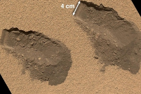 Curiosity soil scoops