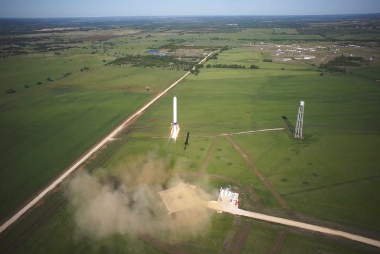 SpaceX's prototype rocket Grasshopper hovers at 820 feet ...