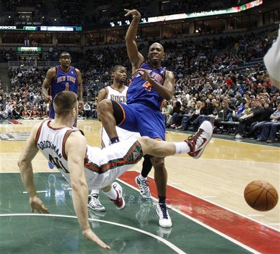 104792_knicks_bucks_basketball