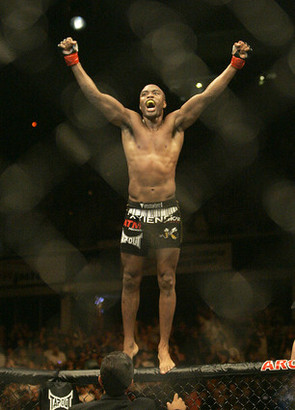 Andersonsilva-on-cage