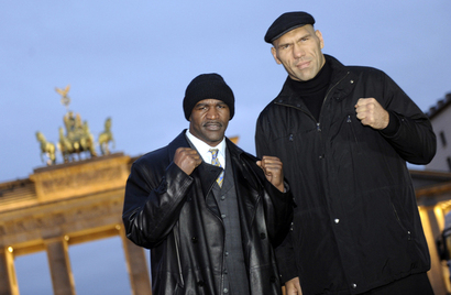 193342bcaea7a06a04d648fa720e557e-getty-boxing-wba-germany-rus-usa-valuev-holyfield