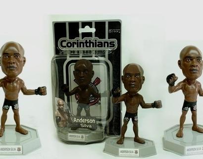 Corinthians-lanca-boneco-do-lutador-anderson-silva-1330030026005_600x470