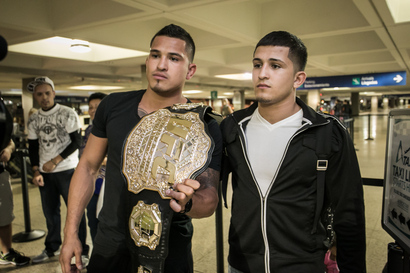 24-mar-2014-anthony-pettis-arrives-to-puerto-rico-6