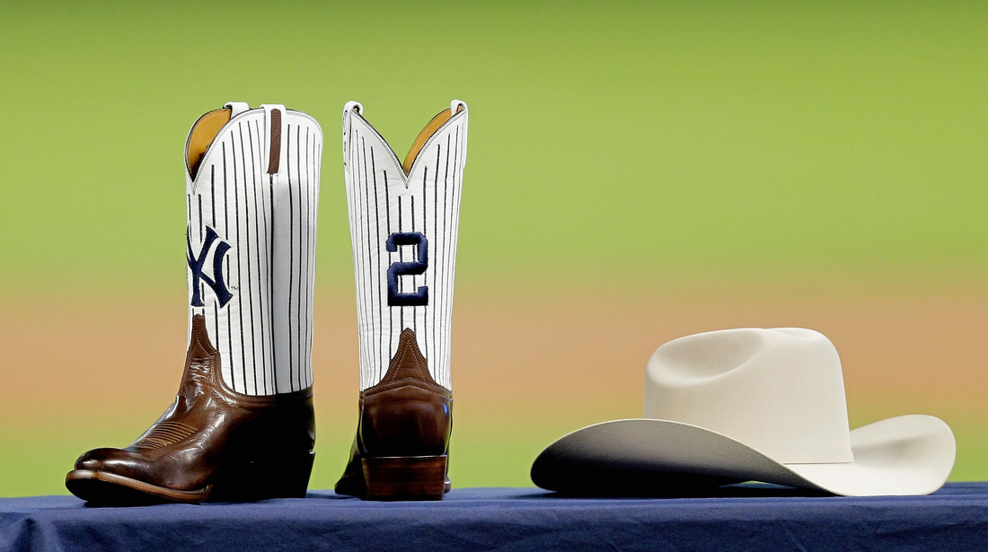 50b6c0ef4ab4c Astros honor Jeter with cowboy hat