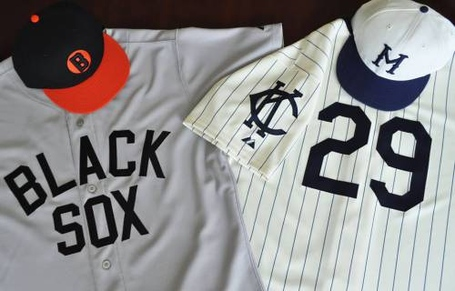 Kansas-city-royals-facebook-photo-negro-leagues-jerseys-may-18_medium