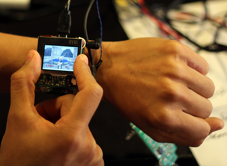 Photo2_smartwatch_medium