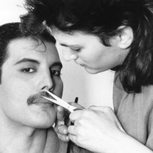 Freddie_mercury_trimming_his_stache