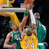 Kobe_getting_snuffed