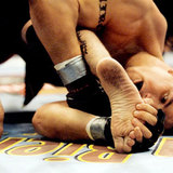 Frank_mir_foot_lock_on_tank_abbot