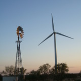 Roscoe_texas_wind_turbine_and_windmill_301403953_f96a9d5757_o