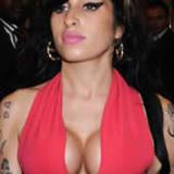 Amy-winehouse-boobs