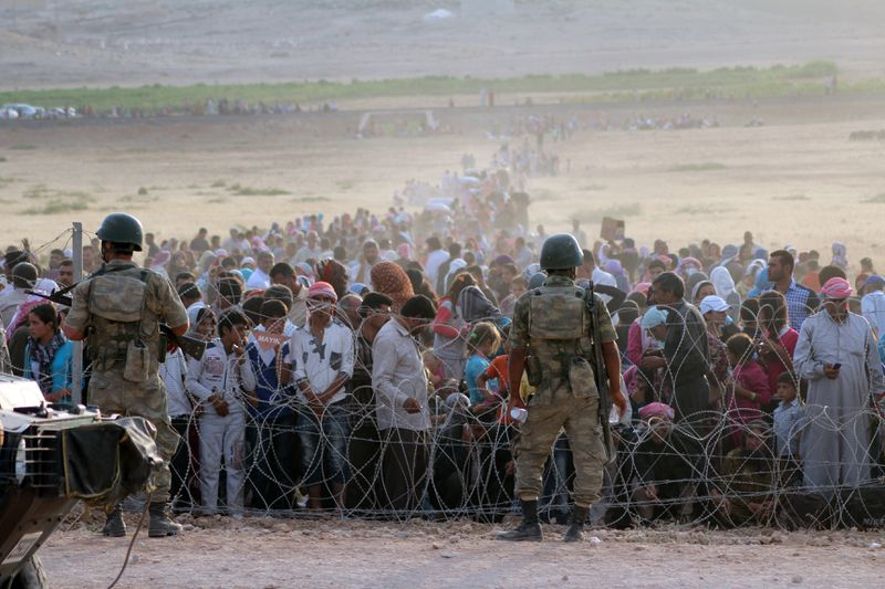 Syrian civilians at Turkish border