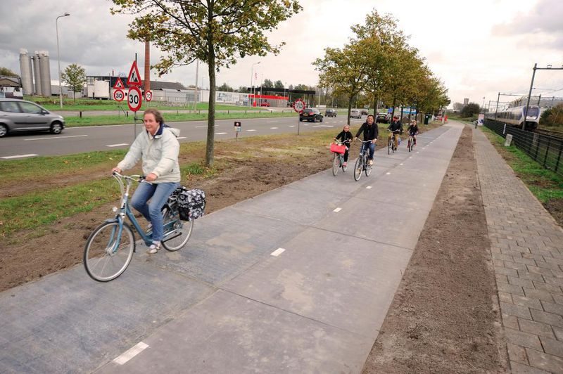 The Netherlands built a bike path entirely out of solar panels