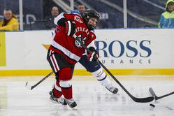 Hockey East: Hedges Scores Twice As Huskies Clip Notre Dame