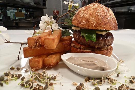 2011_sho_burger1.jpg
