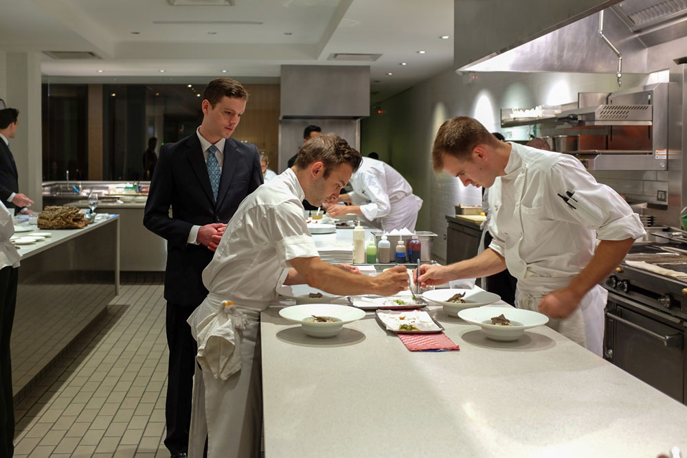 Chicago 39 s grace stands tall among its fine dining peers for Kitchen set up for restaurant