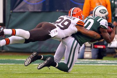Should the Browns Sign Santonio Holmes?