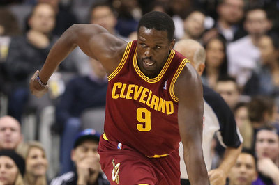 Luol Deng was player in background report that triggered Atlanta Hawks investigation, per report