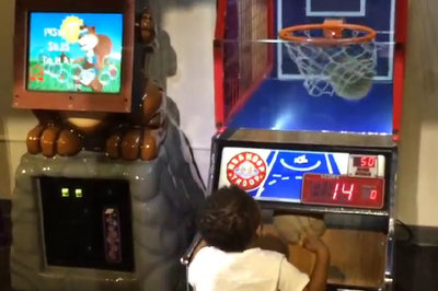 Nick Young's son dominates Pop-a-Shot game