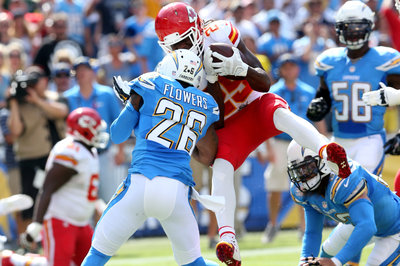 Jamaal Charles saw 'light buzzes' on Brandon Flowers hit but doesn't think he had concussion