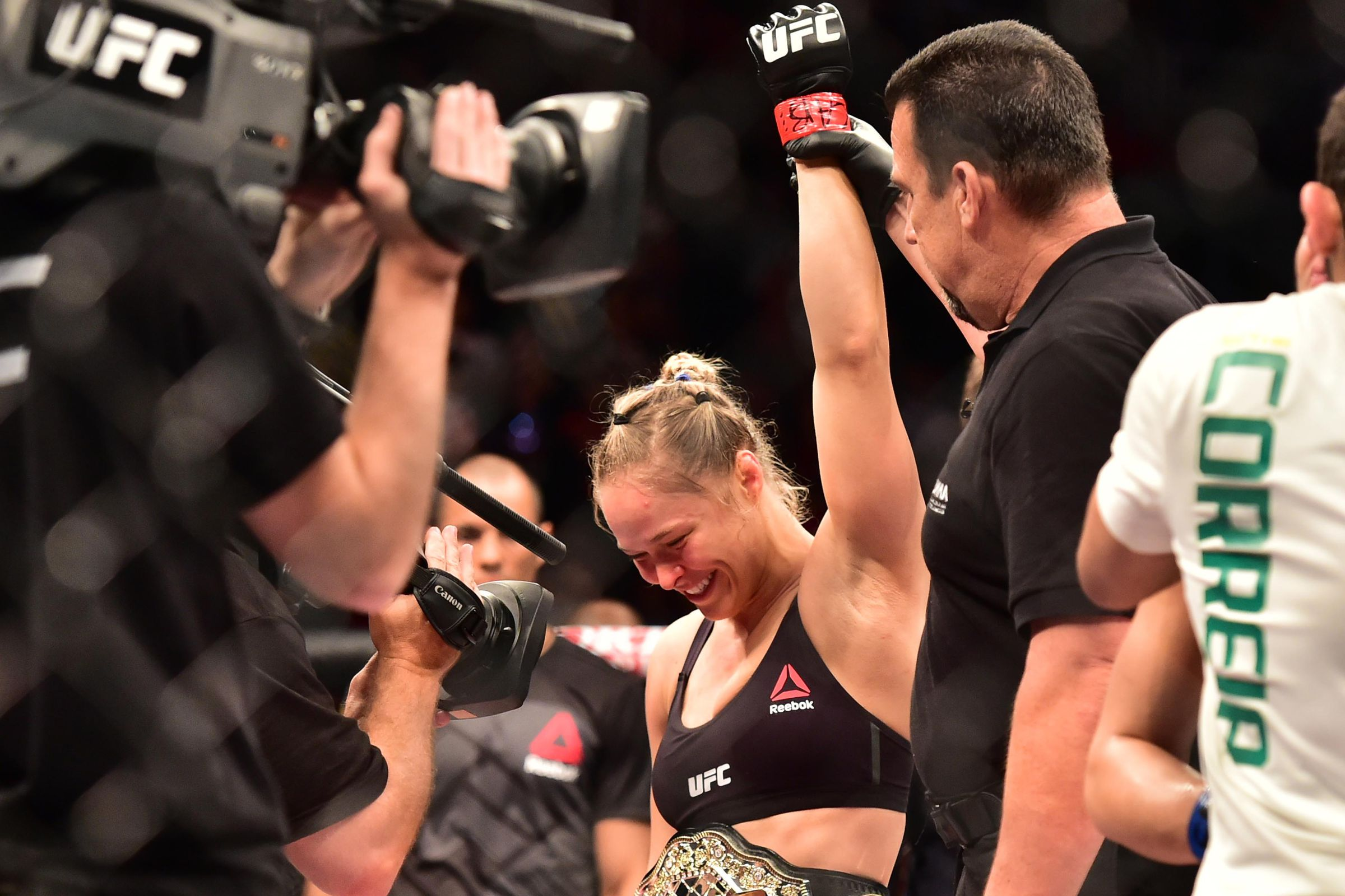 Holly Holm Signs New Deal With The UFC