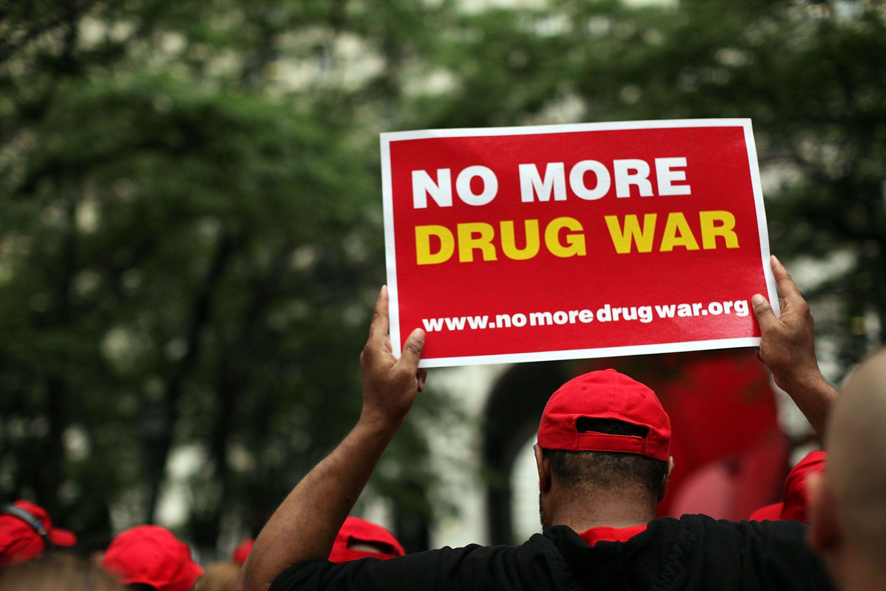 the war on drugs and the benefits and issues of the legalization of drugs The war on drugs is a campaign, led by the us federal government, of drug prohibition, military aid, and military intervention, with the stated aim being to reduce the illegal drug trade in the united states.