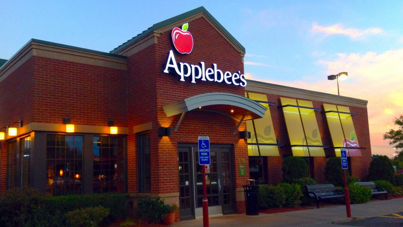 Awful Restaurant Diner Assaults Applebee S Customer For
