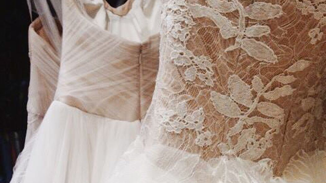 Vera wang wedding dresses sample sale nyc discount for Vintage wedding dresses nyc
