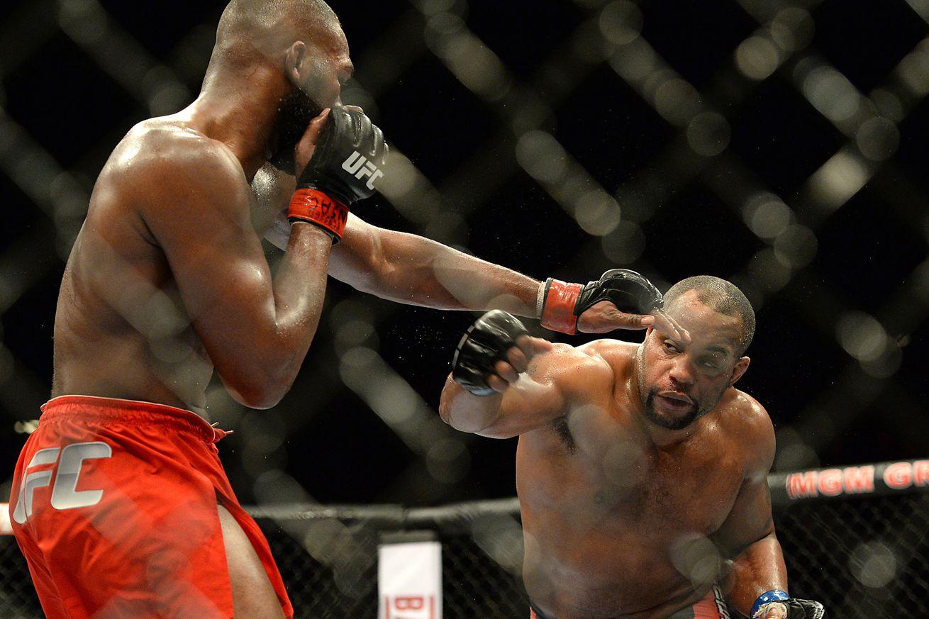 community news, UFC 197 free fight video: Jon Jones and Daniel Cormier go to war in Las Vegas
