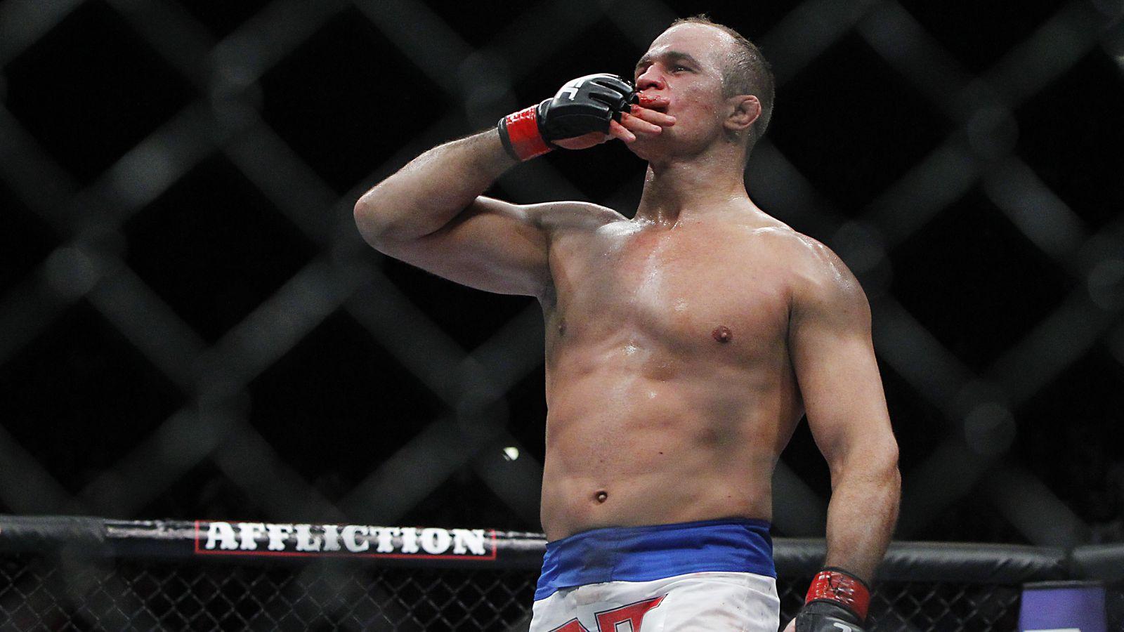 UFC on Fox 13: Dos Santos vs. Miocic weigh-in results: dos Santos 242, Miocic 243, Diaz badly misses weight