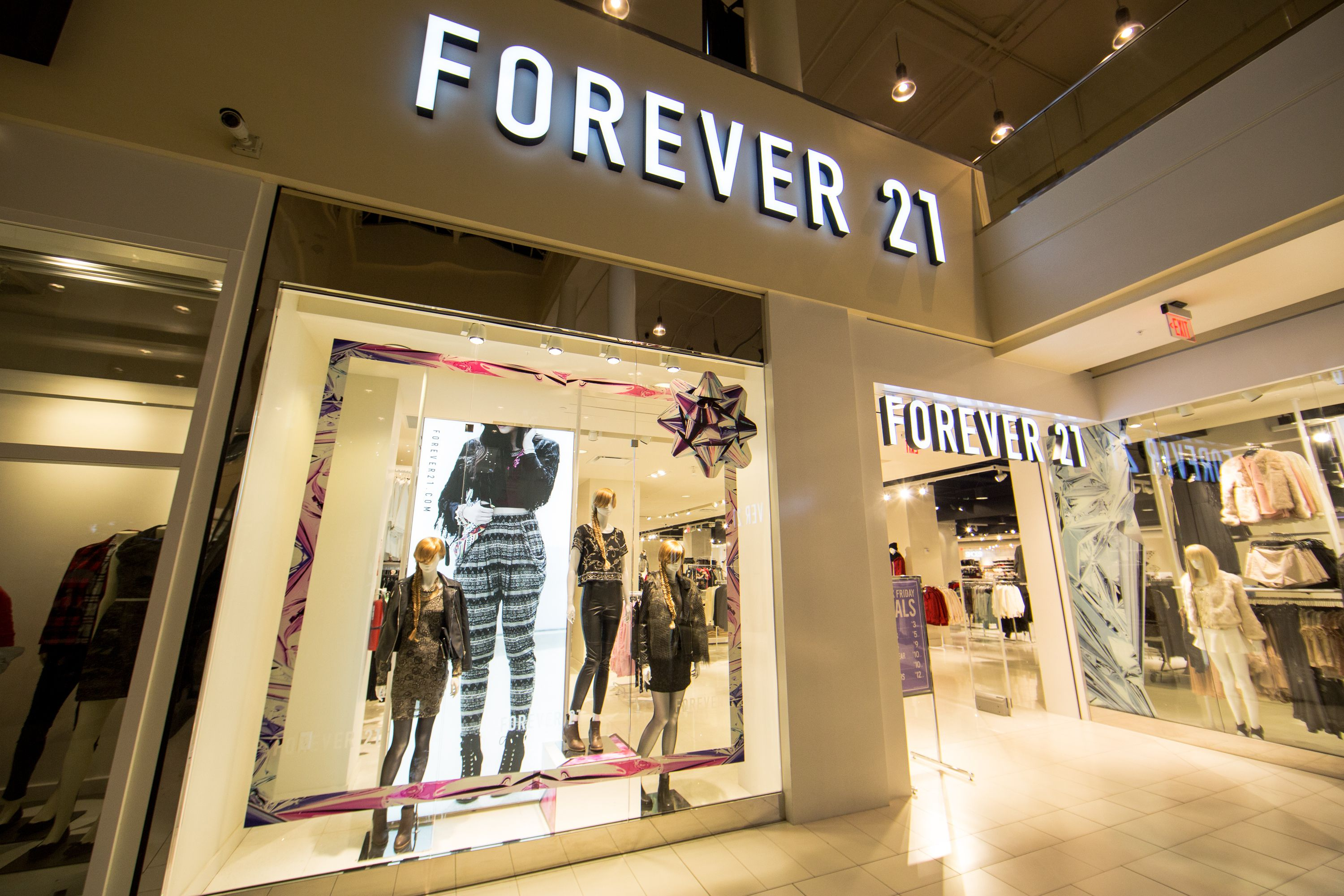 Forever 21 began as the store called Fashion 21 with square feet (84 m 2) in Highland Park, Los Angeles, in , and has grown into the clothing lines Forever 21, XXI Forever, Love 21 and Heritage with over stores in the Americas, Asia, the Middle East and the tiucalttoppey.gqe: US$ 4 billion ().