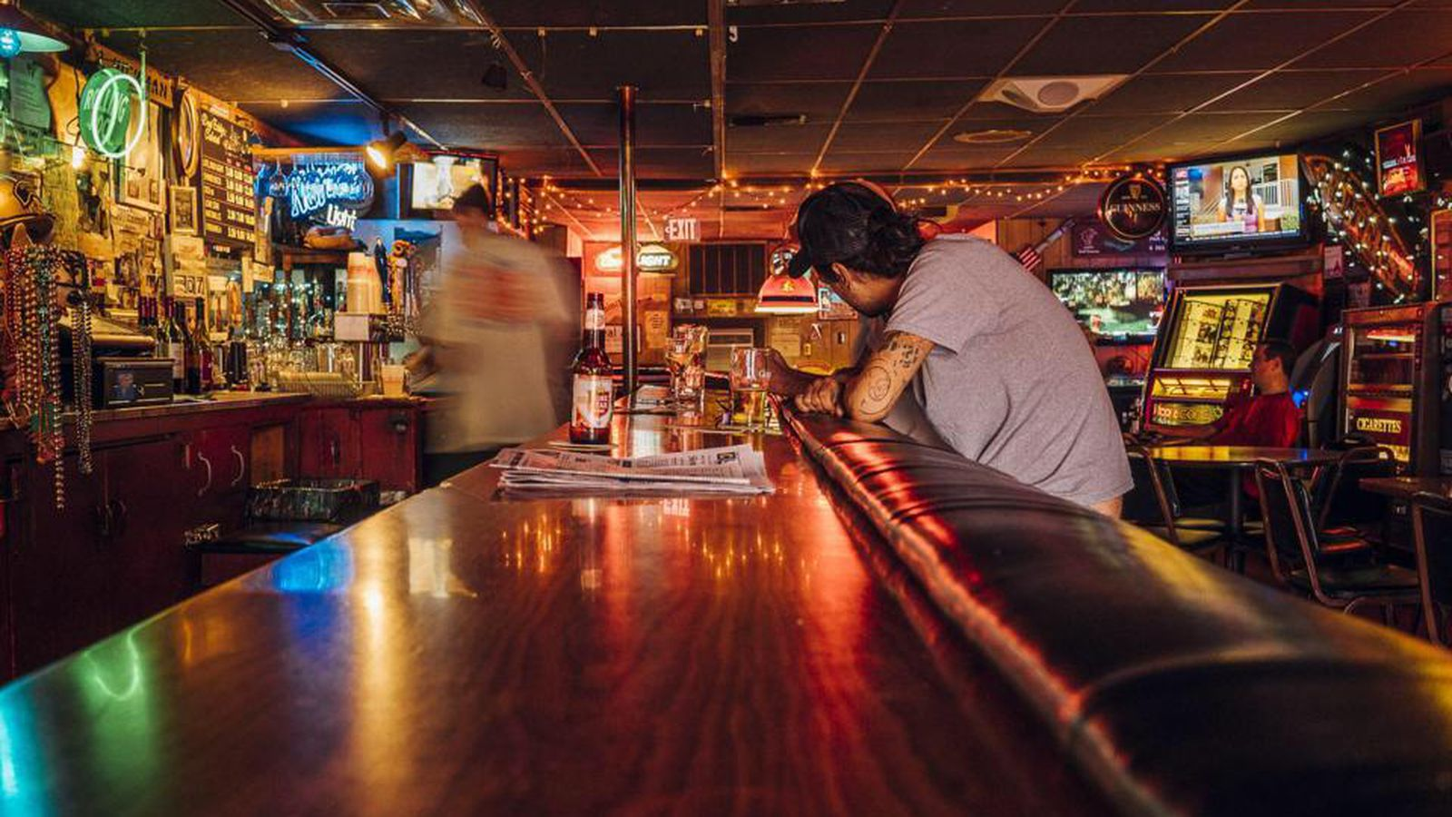Austin dive bars to meet your valentine 39 s day needs for Bar dive