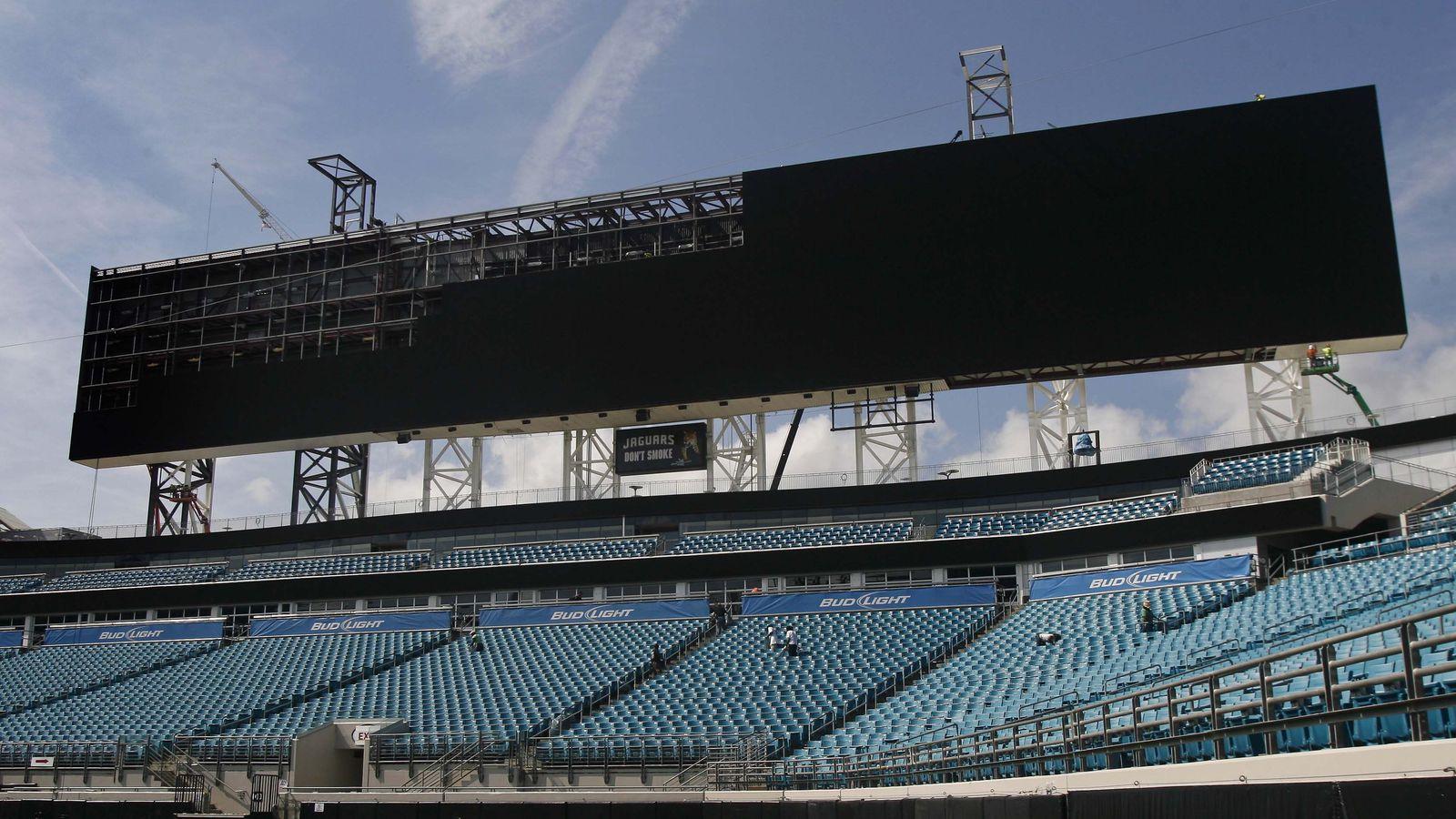 Jaguars unveil world 39 s largest scoreboards at everbank - Jacksonville jaguars swimming pool ...