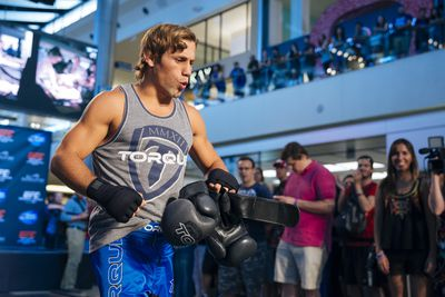 community news, Morning Report: Urijah Faber talks bathroom disaster, fighting T.J. Dillashaw and Chad Mendes broken foot at UFC 189