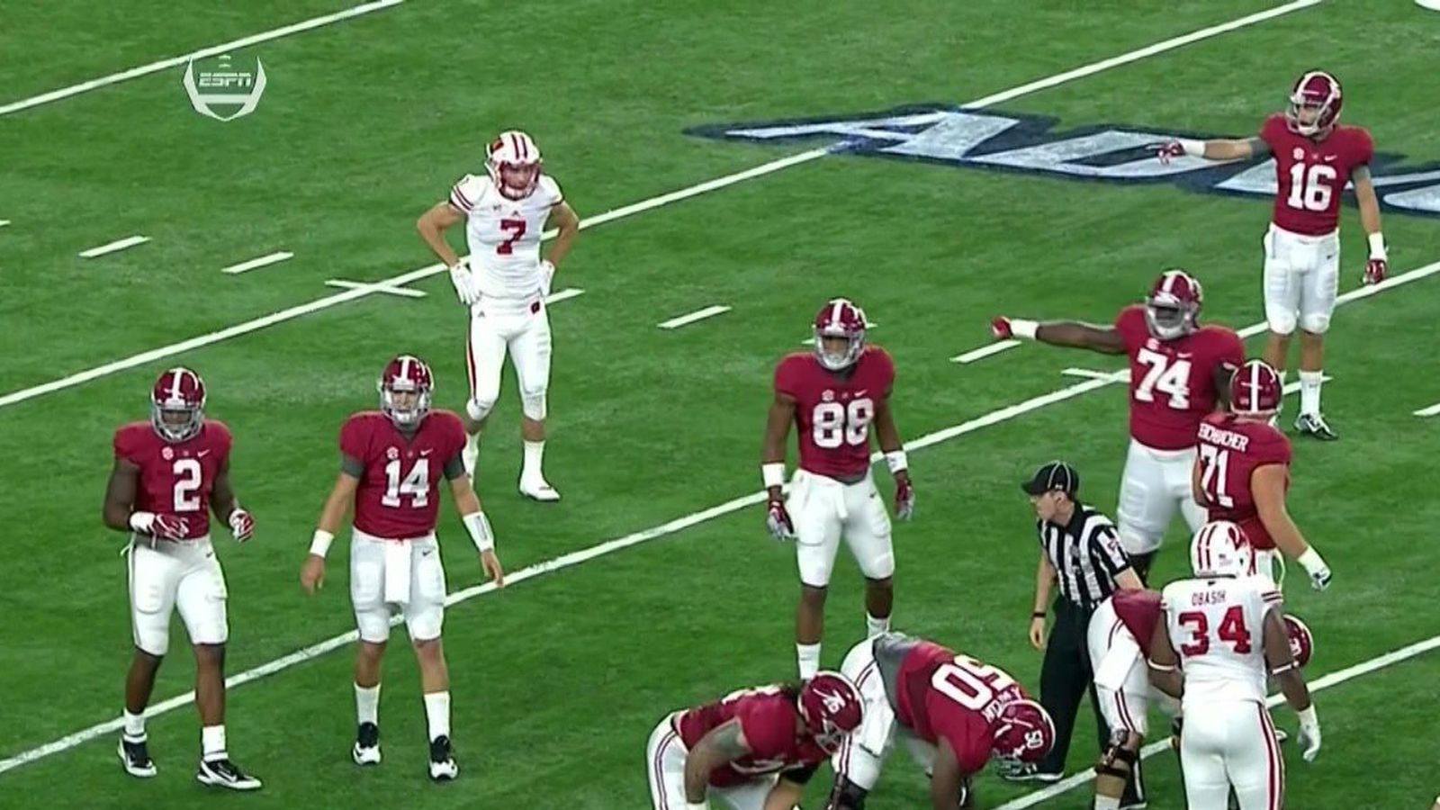 Wisconsin player tried to join Alabama huddle after ...
