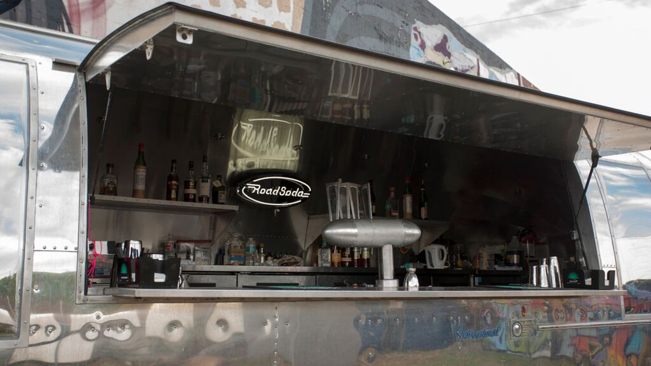 Are mobile cocktail bars the next food trucks eater for Food truck bar