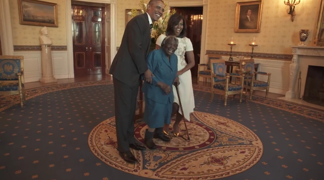 Watch a 106 year old black woman met the obamas at the for Interieur de la maison blanche