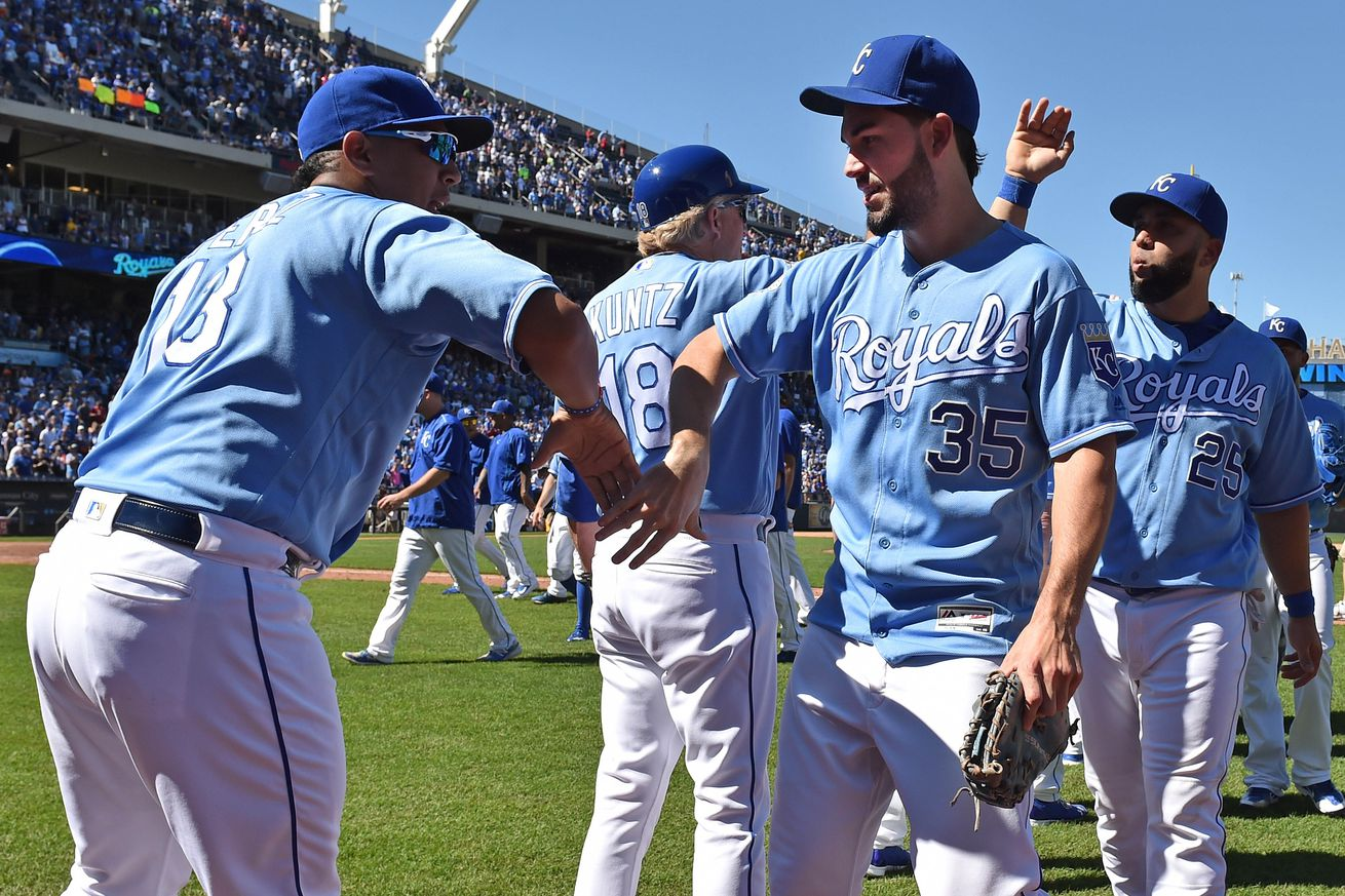 Royals extend win streak to 9 by beating Marlins 1-0