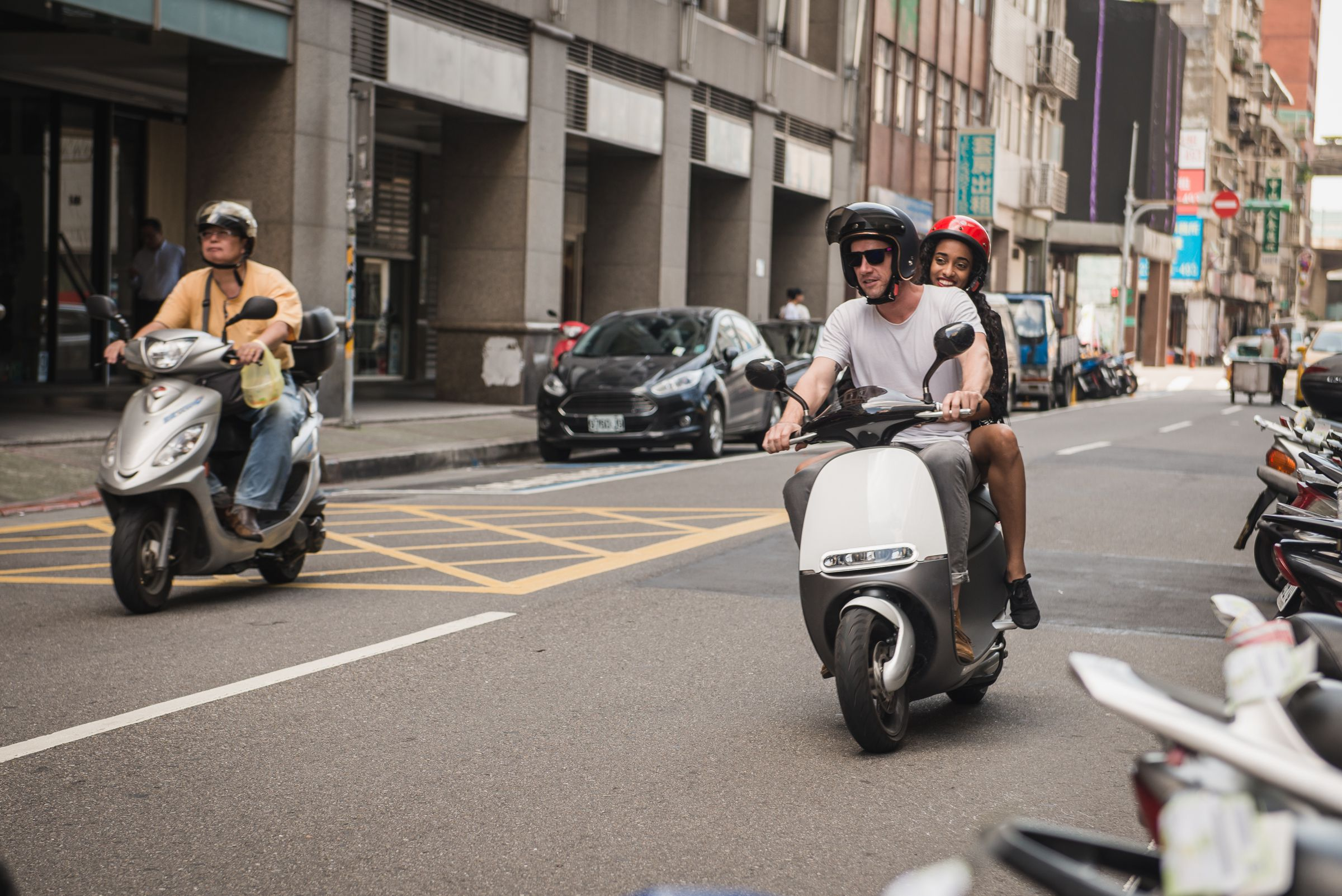 gogoro 39 s awesome electric scooter is coming to europe next year amsterdam first the verge. Black Bedroom Furniture Sets. Home Design Ideas