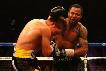 Shane mosley vs pablo cesar cano bad left hook