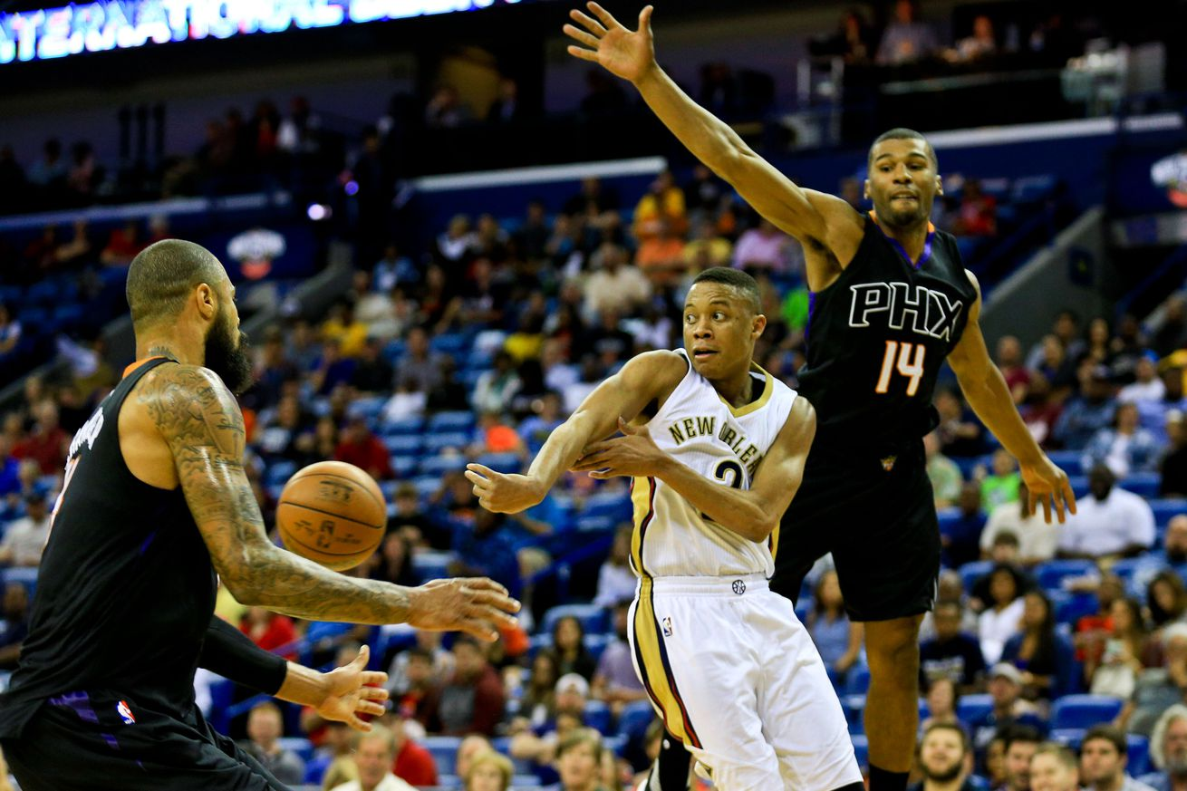 Pelicans bringing back guard Tim Frazier on two-year contract