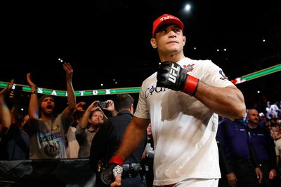 Junior dos Santos says he is not injured, sees himself as the champion by year-end