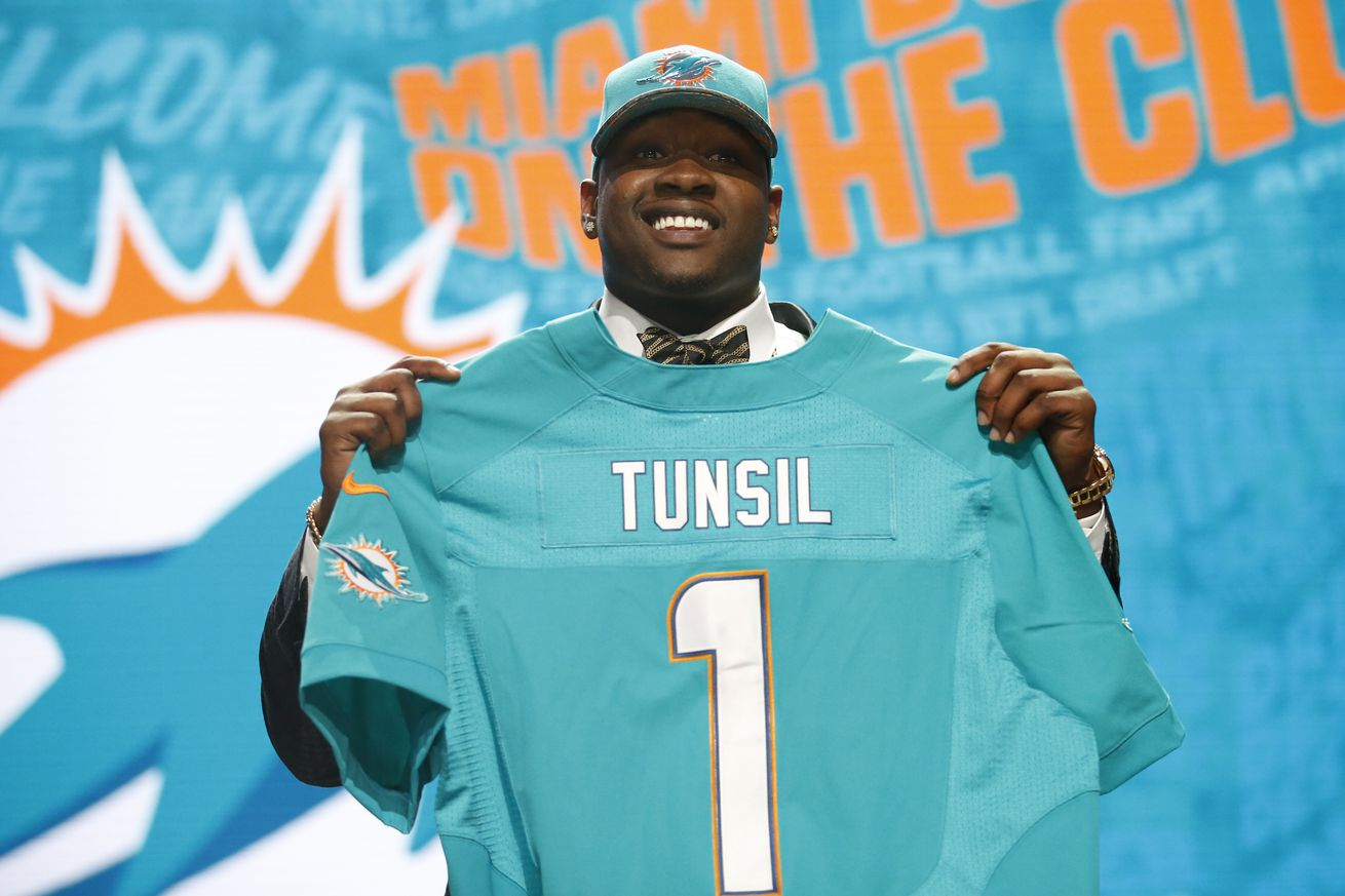 Miami Dolphins draft grade from the fans: Vote on Miami's 1st round pick of Laremy Tunsil