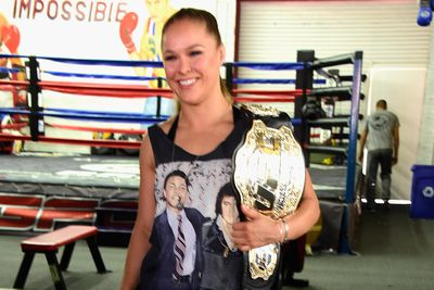 community news, Floyd Mayweather congratulates Ronda Rousey for making boxing look bad with Ring Magazine cover