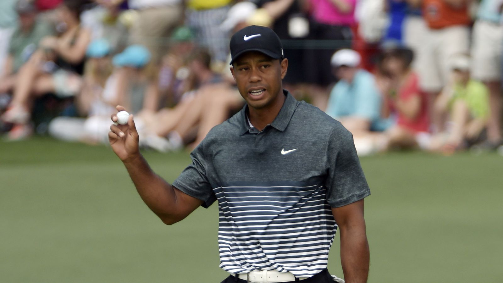tiger woods is on fire and making moves at the masters