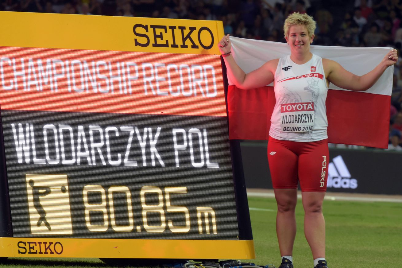 Wlodarczyk breaks hammer world record using friend's glove