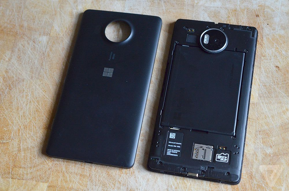 Lumia 950 XL rear